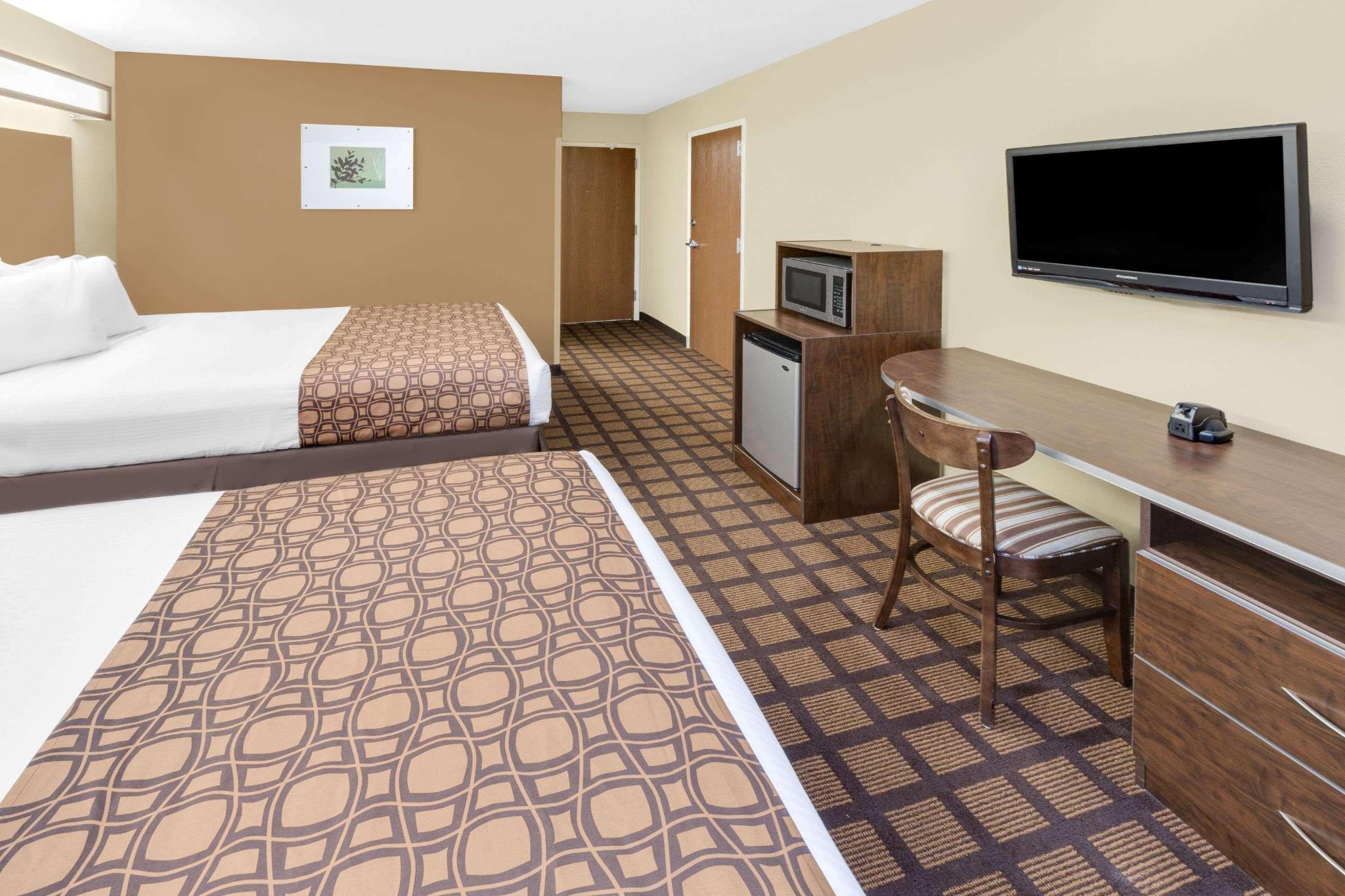 Room two queen beds