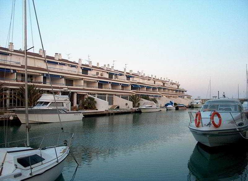 Apartamentos El Puerto, Paseo Marítimo 1-10,