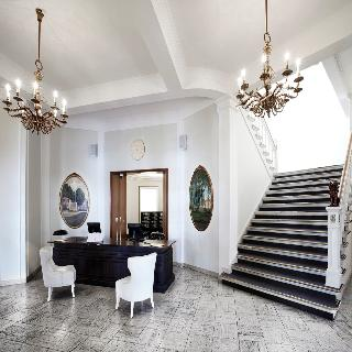 First Hotel Grand, Jernbanegade,18