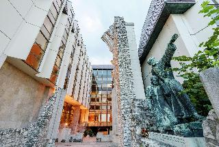 Hilton Budapest, Hess Andras Ter,1-3