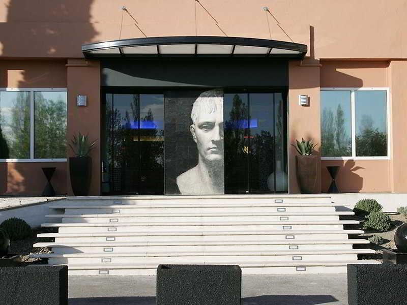 Arles Plaza, Avenue Sadi Carnot,45
