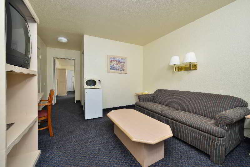 Las Vegas Hotels:Americas Best Value Inn and Suites  Las Vegas Air