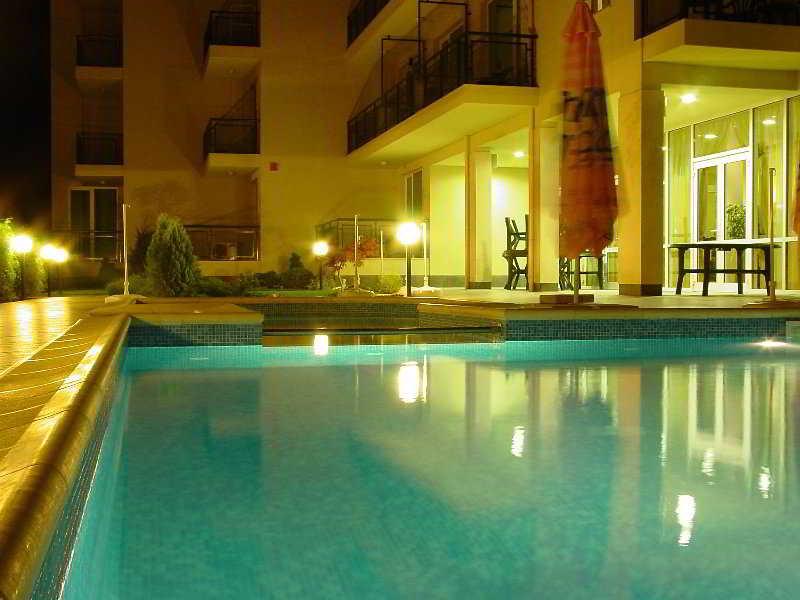 Aurelia - Pool