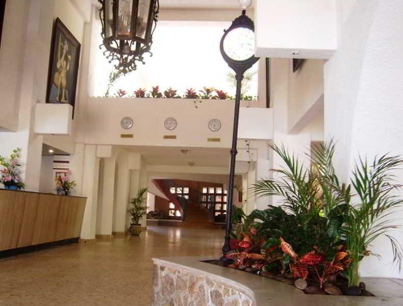 Hotel Caleta Beach Resort