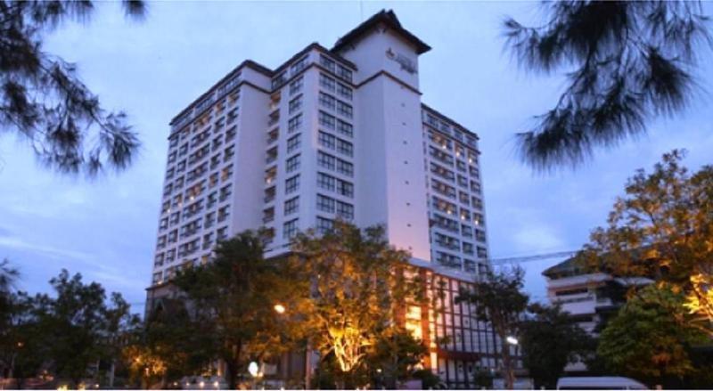 Amora Hotel Tapae Chiang…, 22 Chaiyapoom Road, Amphur…