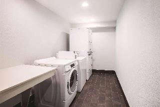 La Quinta Inn Suites…, South Houston St,302