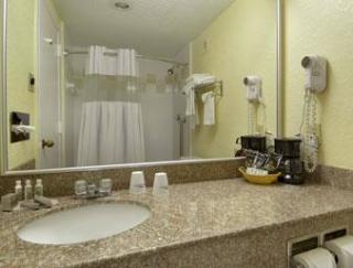 Knights Inn & Suites Near University Of Richmond