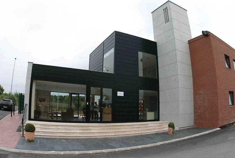 Puerta De Santillana