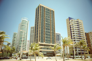 Carmel Magna Praia, Avenida Historiador Raimundo…