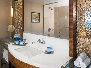 Hawaii Hotels:Hilton Waikiki Beach