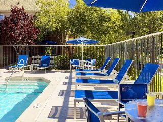 Staybridge Suites Schaumburg, 901 East Woodfield Office…