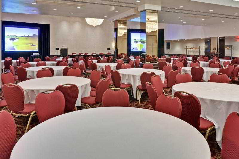 Holiday Inn Montreal…, 420 Sherbrooke West,488