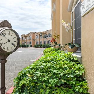 Hotel & Suites Casa…, Costado Sur Del Parque La…