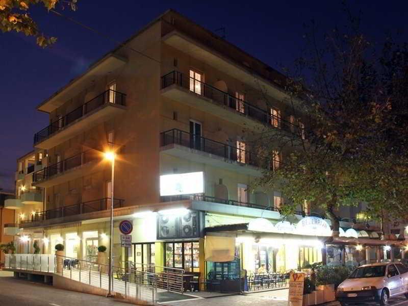 Globus, Viale Regina Margherita,29