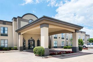 Quality Suites Sherman, Hwy 75 N,2900