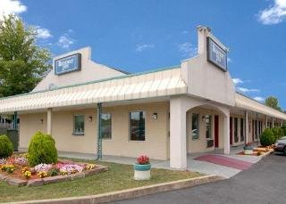 Rodeway Inn ( New Cumberland )