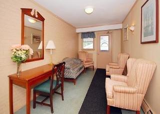 Econo Lodge Inn & Suites West of Boston