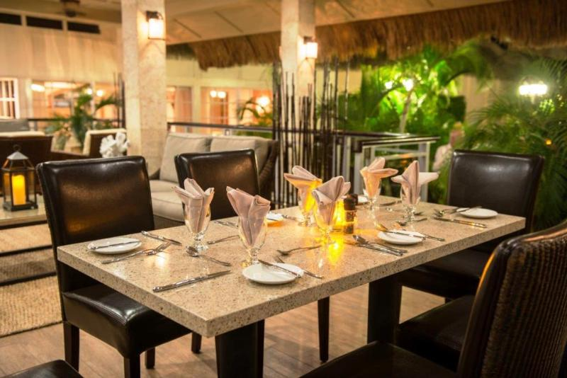 Manchebo Beach Resort & Spa - Restaurant