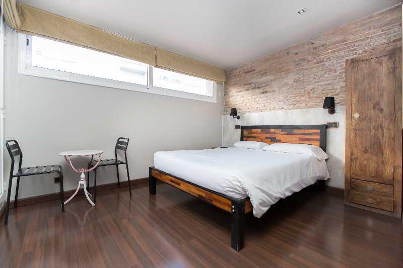 AinB Born-Damas Apartments