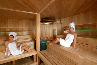 Holiday Beach Wellness Hotel with Sauna Park