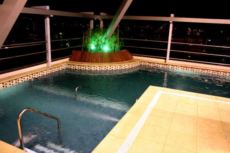 Ros Tower Hotel - Pool