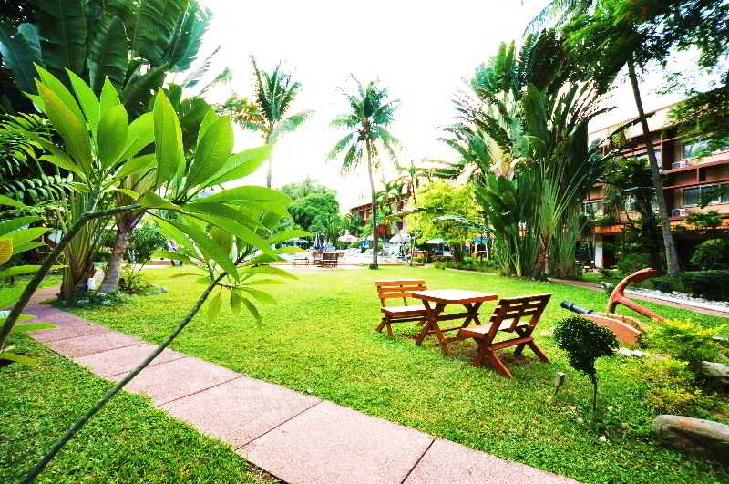 Basaya Beach Hotel &…, Moo 9, Central Pattaya Road,137