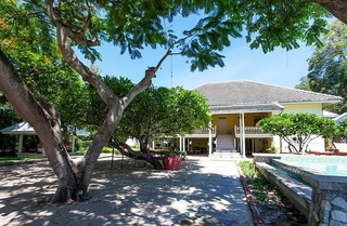 Baan Bayan Beach Hotel, 119 Petchkasem Road,21