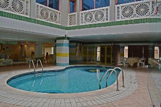Queen's - Pool