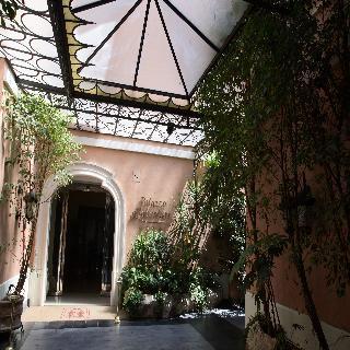 Palazzo Alabardieri, Naples