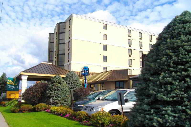 Agawa Canyon Hotels:Quality Inn Bay Front St. Marie