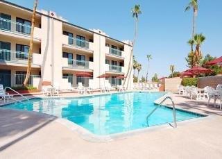 Baymont Inn & Suites Palm Springs