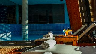 Design Suites Calafate - Pool