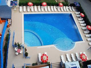 Amaris - Pool