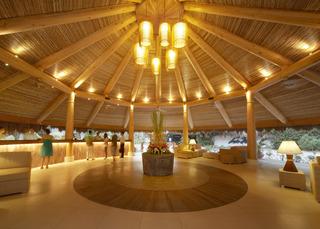 Maribago Bluewater Beach Resort - Diele