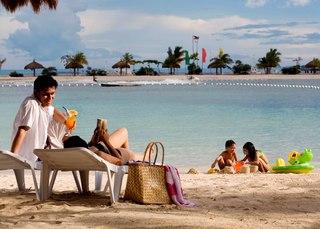 Maribago Bluewater Beach Resort - Strand
