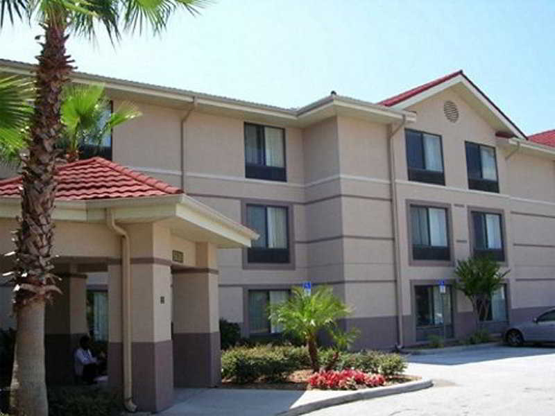 Extended Stay Deluxe Universal