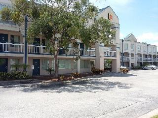 Travelodge by Wyndham Orlando Near Florida Mall