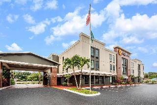 La Quinta Inn & Suites St Pete Northeast
