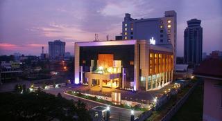 Gokulam Park Kochi, N.h.road, Kaloor,