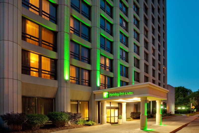 Holiday Inn & Suites…, 111 Cooper Street,