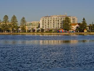 Oaks Waterfront Resort, 89 The Entrance Road,89