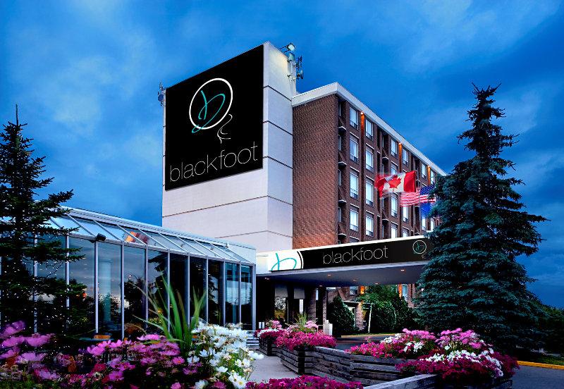 Hotel Blackfoot, 5940 Blackfoot Trail Se,