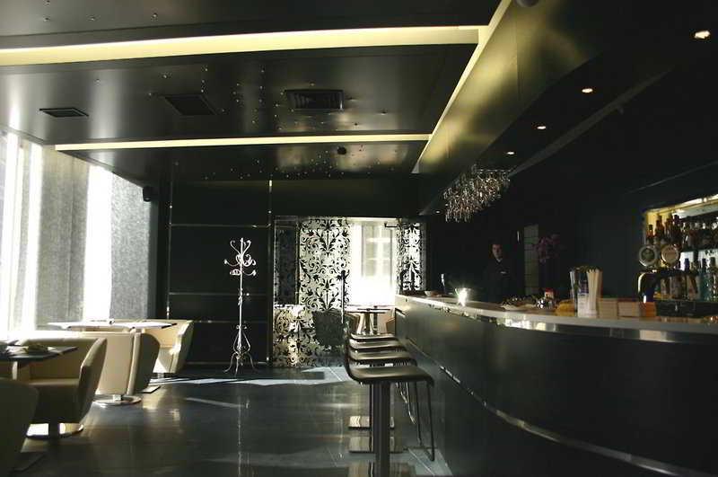 Royal Square Hotel & Suites - Bar