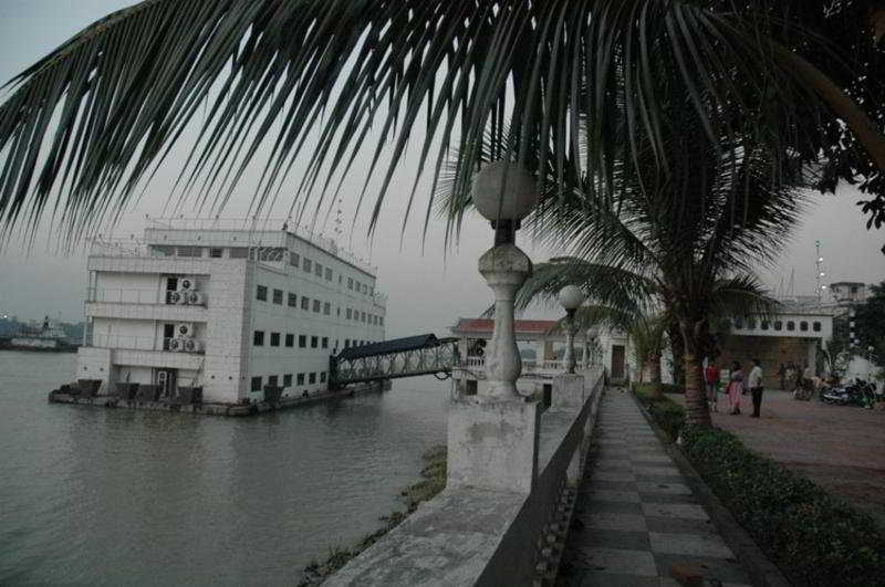The Floatel, 9/10 Kolkata Jetty, Strand…