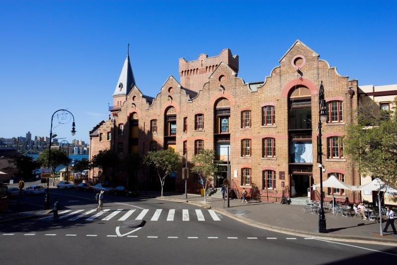 Old Sydney Holiday Inn, 55 George Street,