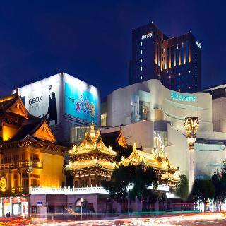 Swissotel Grand Shanghai, 1 Yu Yuan Lu, Jingansi, Jingan…