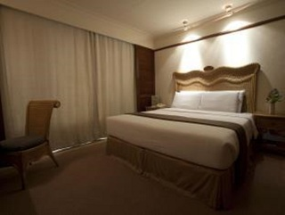 Waterfront Airport Hotel & Casino Mactan