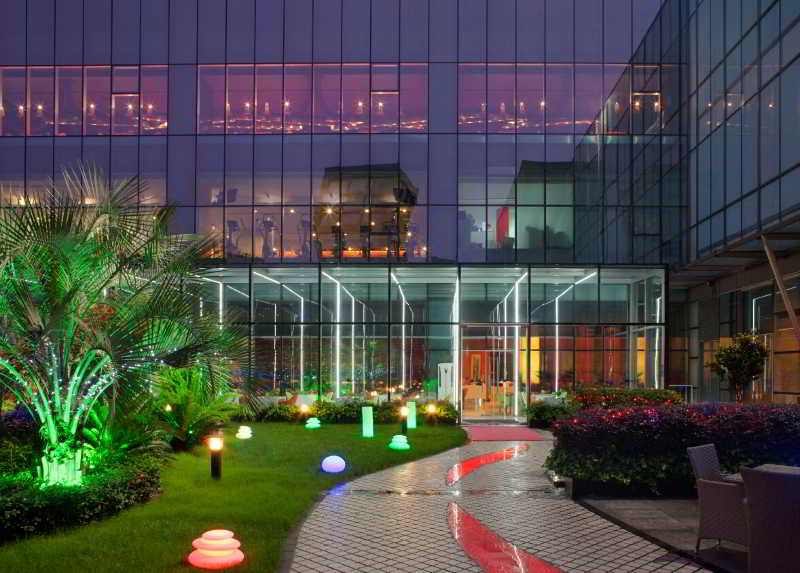Grand Mercure Shanghai…, Ying Chun Road, Lianyang…