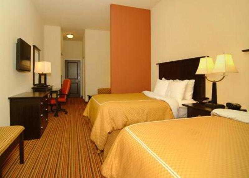 Comfort Suites Alexandria Airport