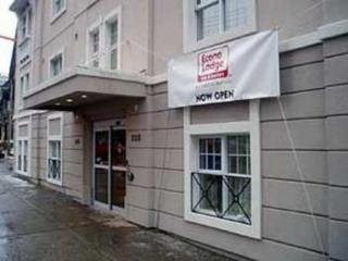 Econo Lodge Inn & Suites Downtown